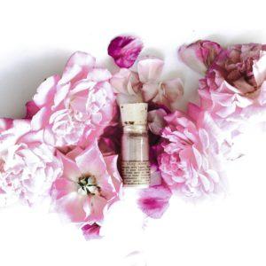 Plant-Makeup-Rose-Petal-Clay-Mask