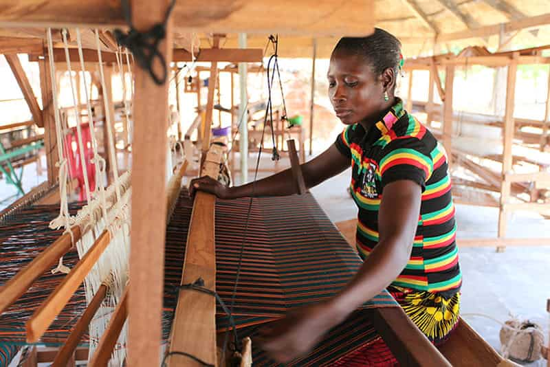Weaving-Stella-Jean-Fabric-in-Burkina-Faso-c-Chloe-Mukai-ITC-Ethical-Fashion-Initiative-sustainable-jungle