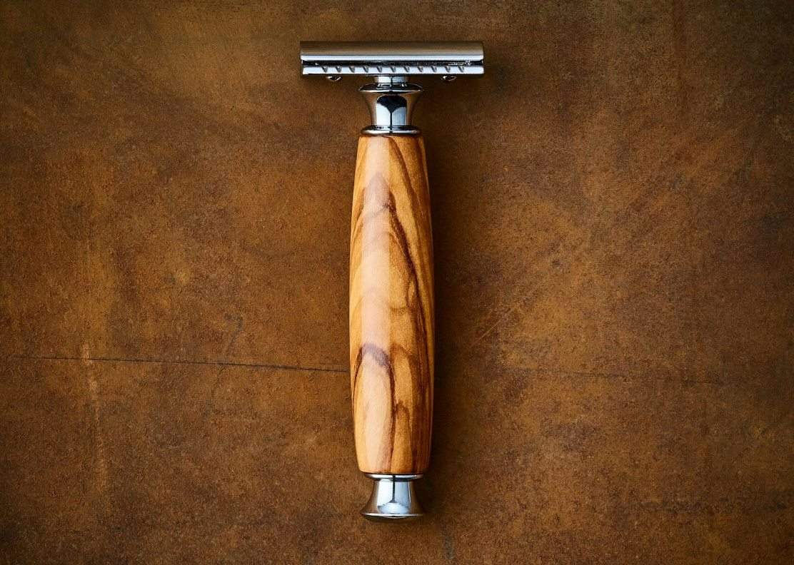 The ideal zero waste razor (i.e. the safety razor) is a sustainable shaving method, as well as a smart investment. We've been using one for about a year and a half now and love it. Image by Imperium Shaving #zerowasterazor #sustainableshaving #sustainable Jungle