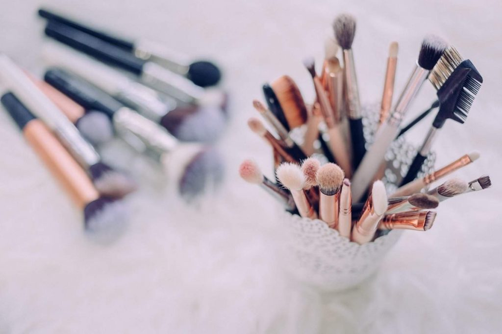 Vegan Makeup Brush Brands For A Flawlessly Fur Free Face Photo by freestocks.org on Unsplash #veganmakeup #makeupbrush