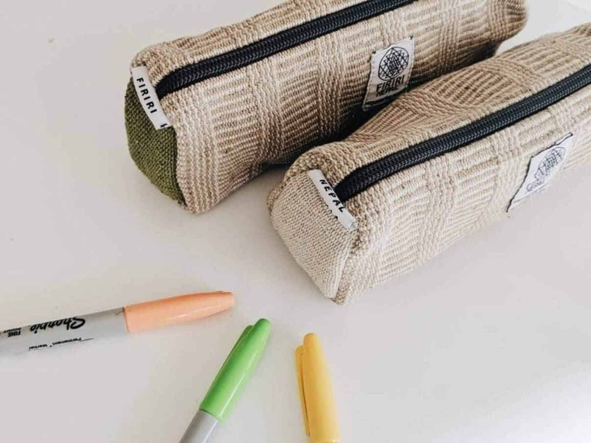 Here are some zero and low waste options for parents and adults who are aiming to keep the office and school sustainable Image by Firiri #zerowaste #ecofriendly #schoolsupplies