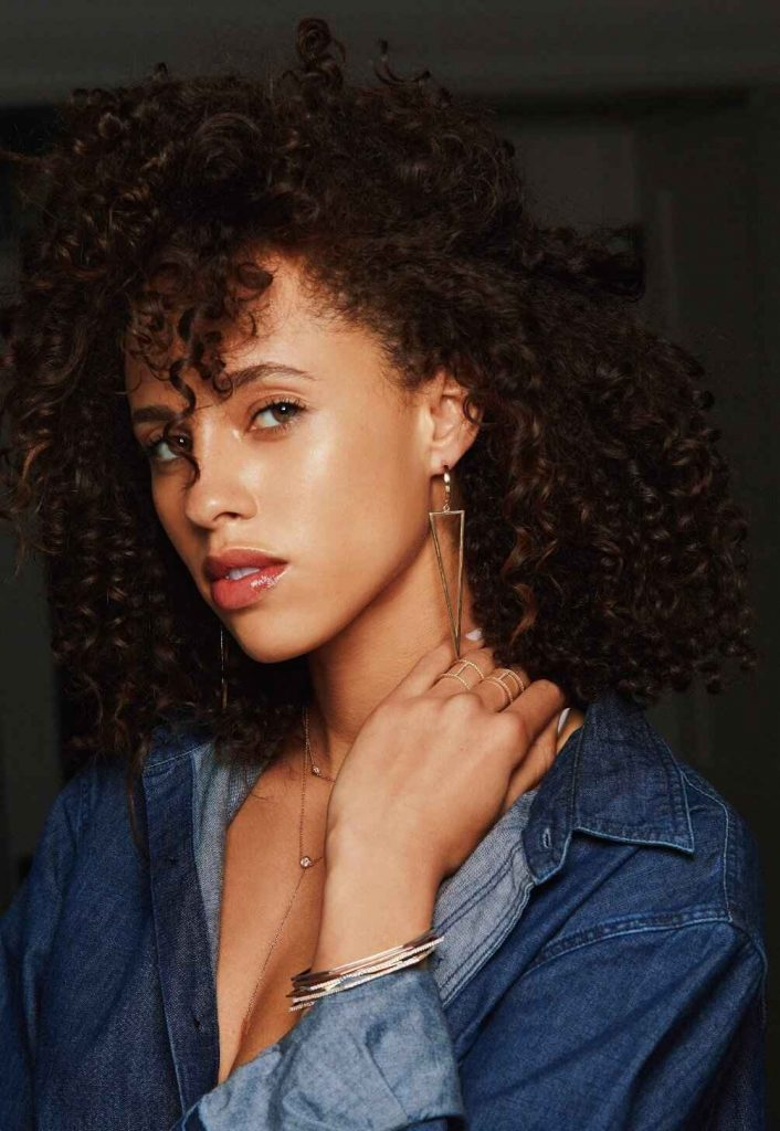 Jewelry is chained to a lot of environmental and social concerns. Fortunately, these sustainable and ethical jewelry brands are true diamonds in the rough. Courtesy of KBH Jewels #sustainablejewelry #ethical jewelry