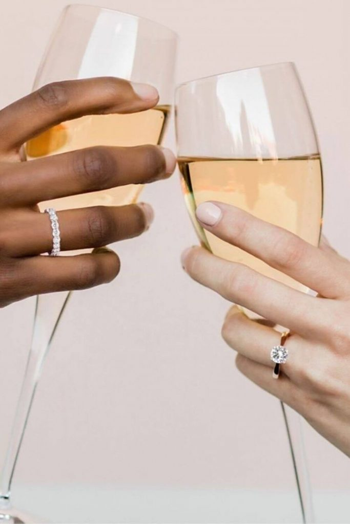 Jewelry is chained to a lot of environmental and social concerns. Fortunately, these sustainable and ethical jewelry brands are true diamonds in the rough. Image by Clean Origin #sustainablejewelry #ethical jewelry