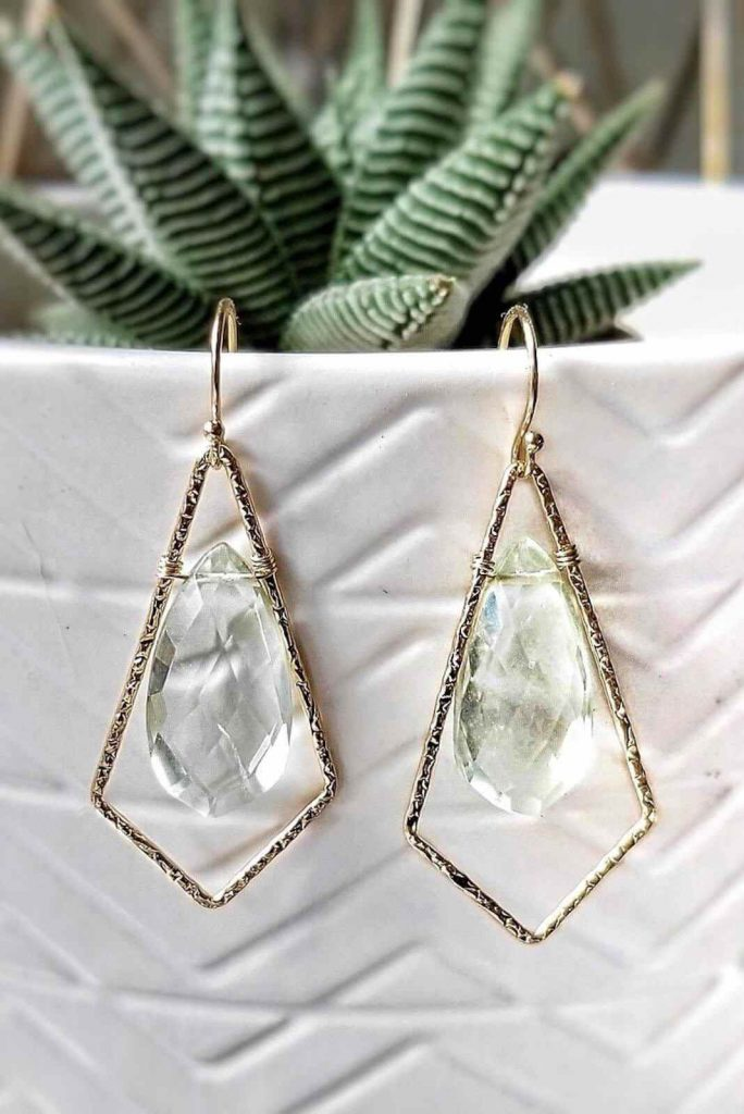 Jewelry is chained to a lot of environmental and social concerns. Fortunately, these sustainable and ethical jewelry brands are true diamonds in the rough. Image by Kind Karma Company #sustainablejewelry #ethical jewelry