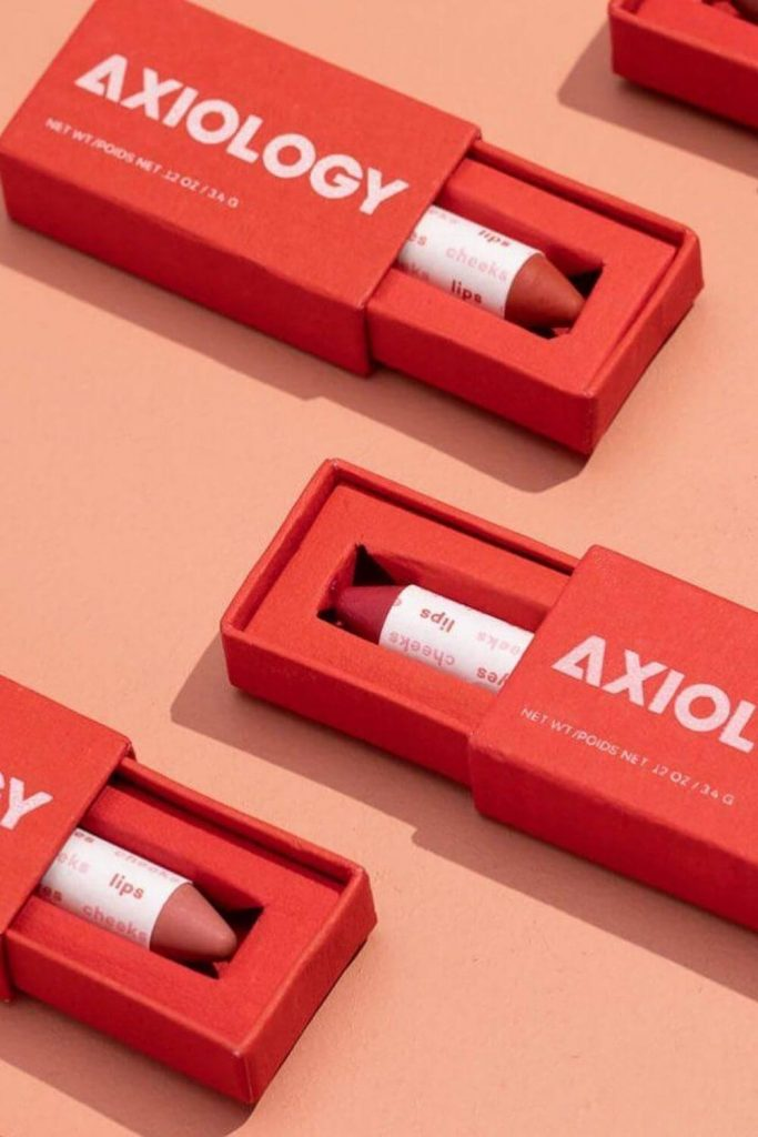 Finding zero waste makeup alternatives is no easy feat, because traditional containers are difficult (at best) to recycle, being often comprised of composite materials and components Image by Axiology #zerowastemakeup