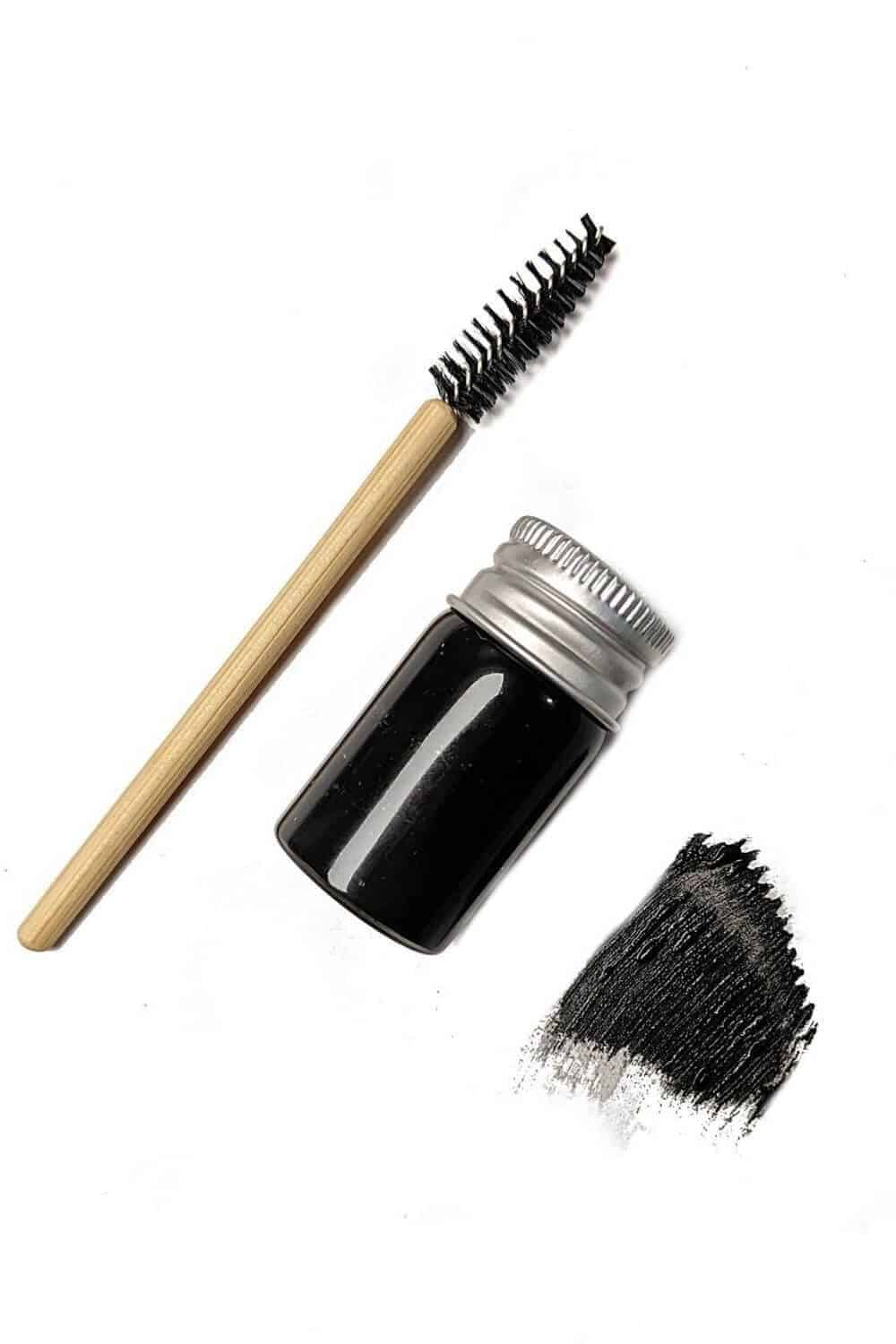 Zero waste looks good on everyone, just like long lashes! Lucky for us, the two aren't mutually exclusive. Here's a list of our favourite zero waste options Image by Clean Faced Cosmetics #zerowastemascara #zerowaste
