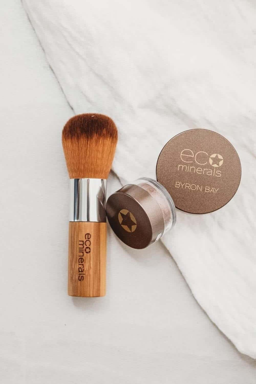 Finding zero waste makeup alternatives is no easy feat, because traditional containers are difficult (at best) to recycle, being often comprised of composite materials and components Image by Eco Minerals #zerowastemakeup
