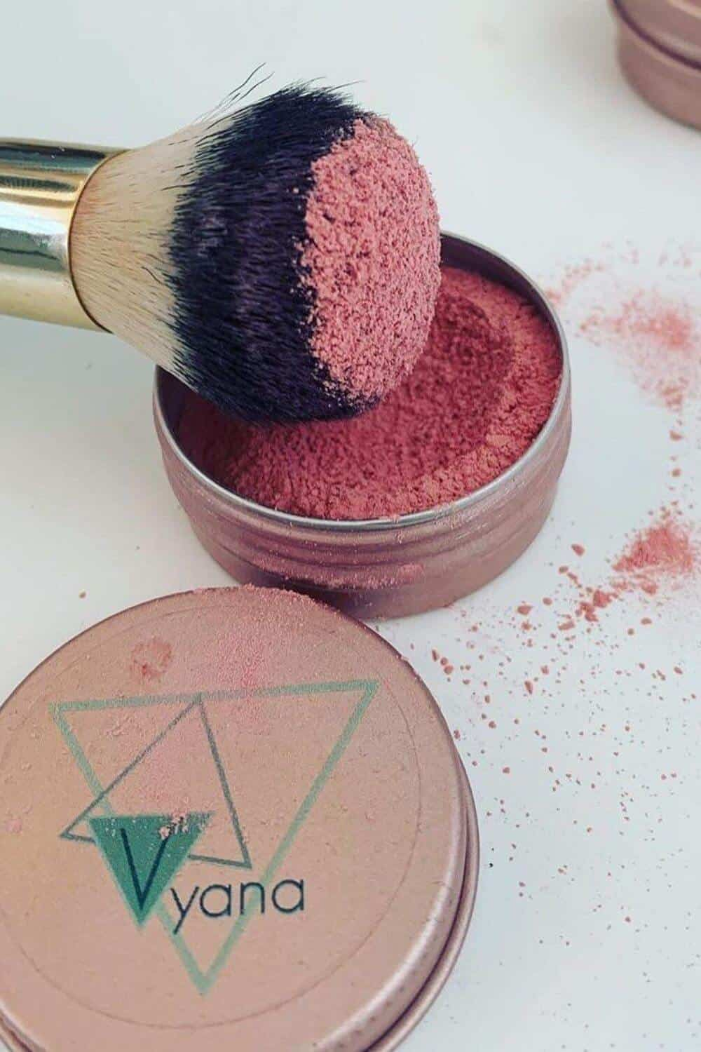 Finding zero waste makeup alternatives is no easy feat, because traditional containers are difficult (at best) to recycle, being often comprised of composite materials and components Image by Vyana Plant Beauty #zerowastemakeup