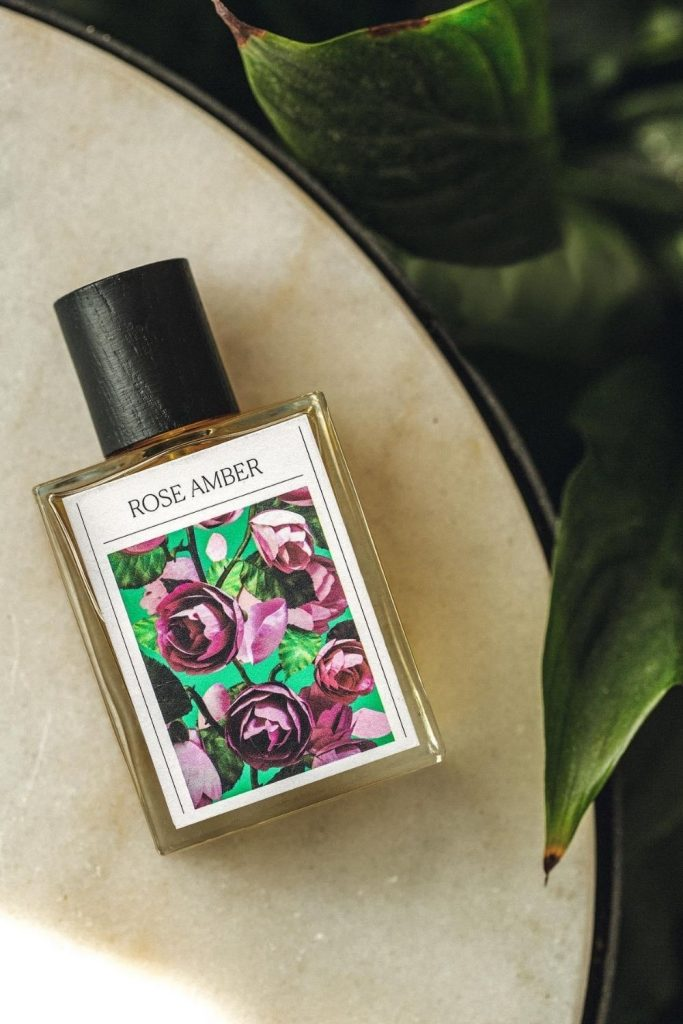 In today's world of eco conscious beauty, there are so many cruelty free perfume brands (that are also vegan) popping up and promoting a brave new world of sustainable beauty scents. Image by The 7 Virtues #crueltyfreeperfume #sustainablebeauty