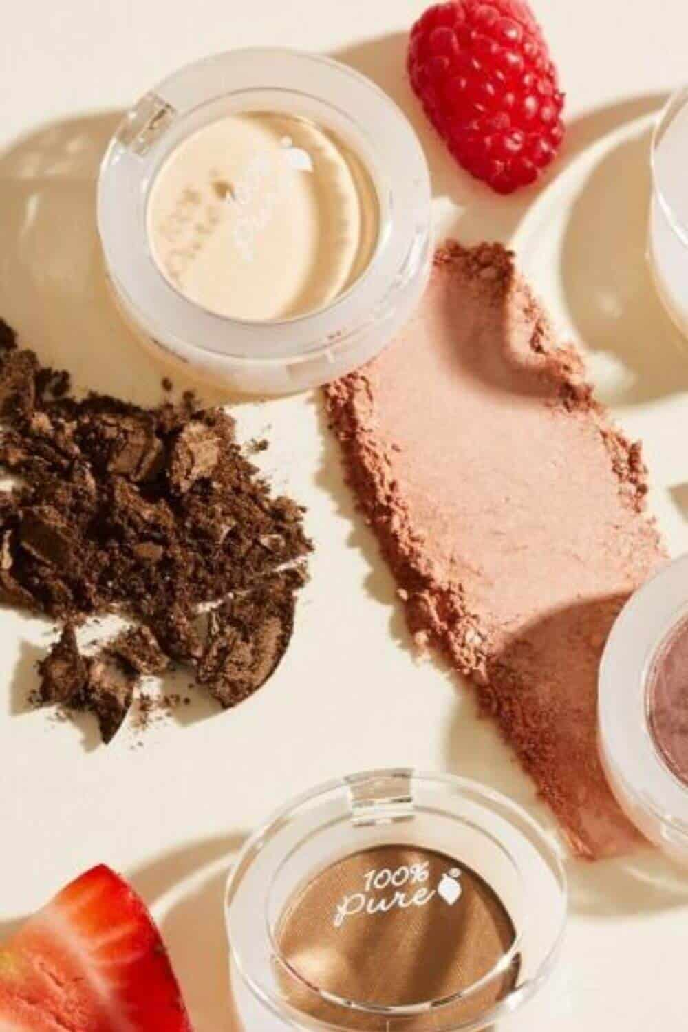 On the look out for sustainable and eco friendly makeup? Thankfully, there are quite a few ethical makeup brands out there to choose from. And many are available and based in the UK and US! Image by 100% Pure #ecofriendlymakeup #sustainablejungle