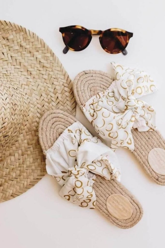 In the spirit of walking towards a greener future, we've been hunting for ethical and eco friendly sandals Image by Asha Eleven #ecofriendlysandals #ethicalfashion