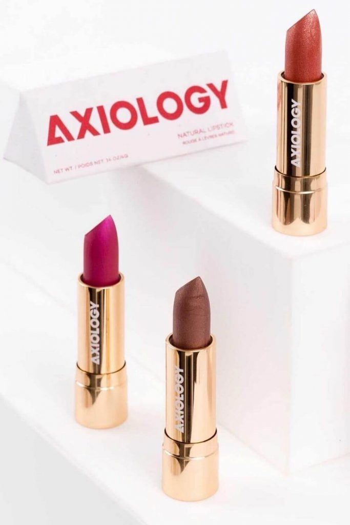 On the look out for sustainable and eco friendly makeup? Thankfully, there are quite a few ethical makeup brands out there to choose from. And many are available and based in the UK and US! Image by Axiology #ecofriendlymakeup #sustainablejungle