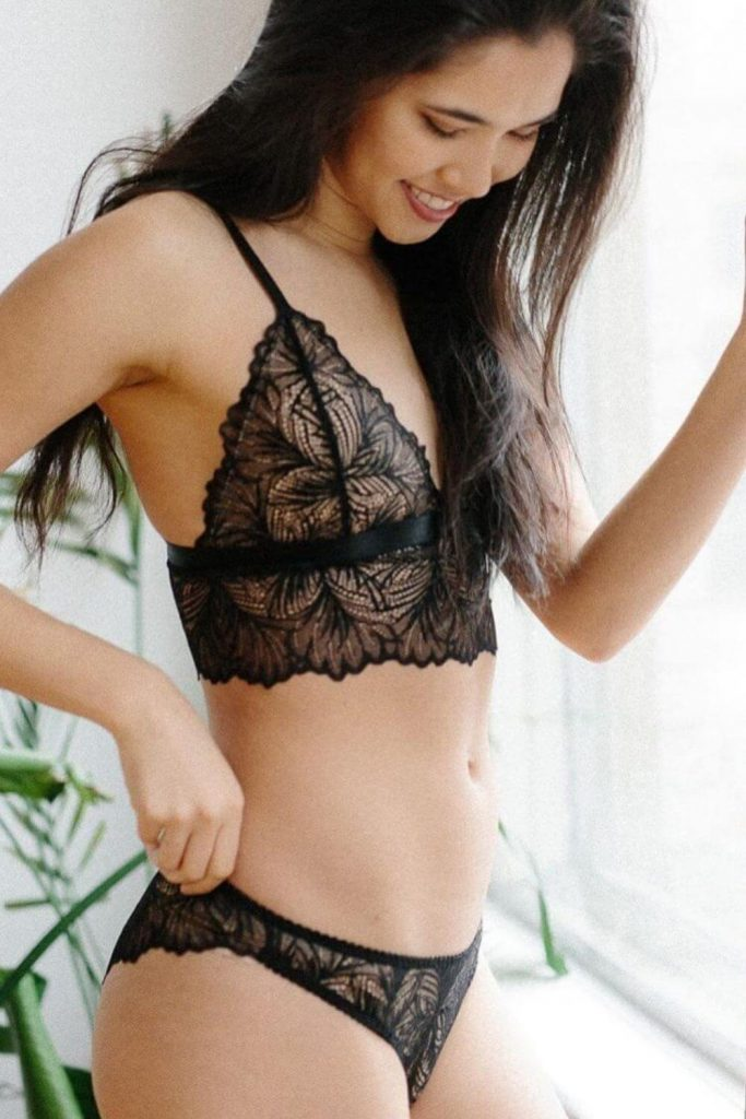 In the spirit of making patooties more planet-friendly, we stripped down to find some boudoir ethical lingerie brands worthy of bedroom eyes Image by Azura Bay #ethicallingerie #sustainablelingerie #sustainablejungle