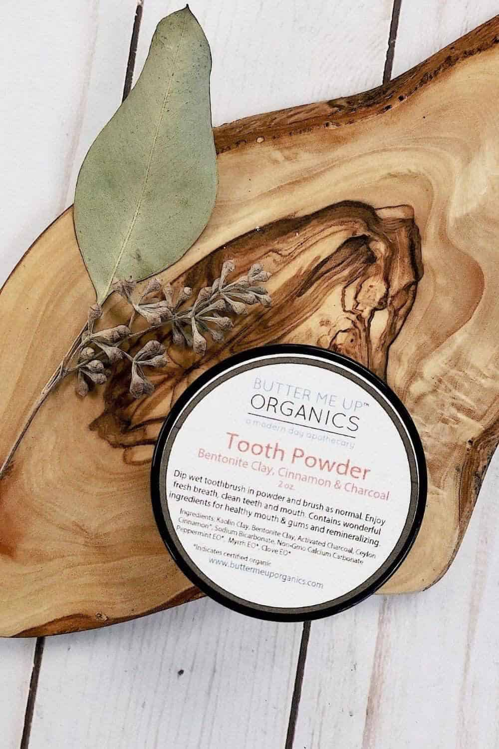 The whole idea of zero waste makes us smile, so we thought we'd take a moment to talk zero waste toothpaste Image by Butter Me Up Organics #zerowastetoothpaste #sustainablejungle