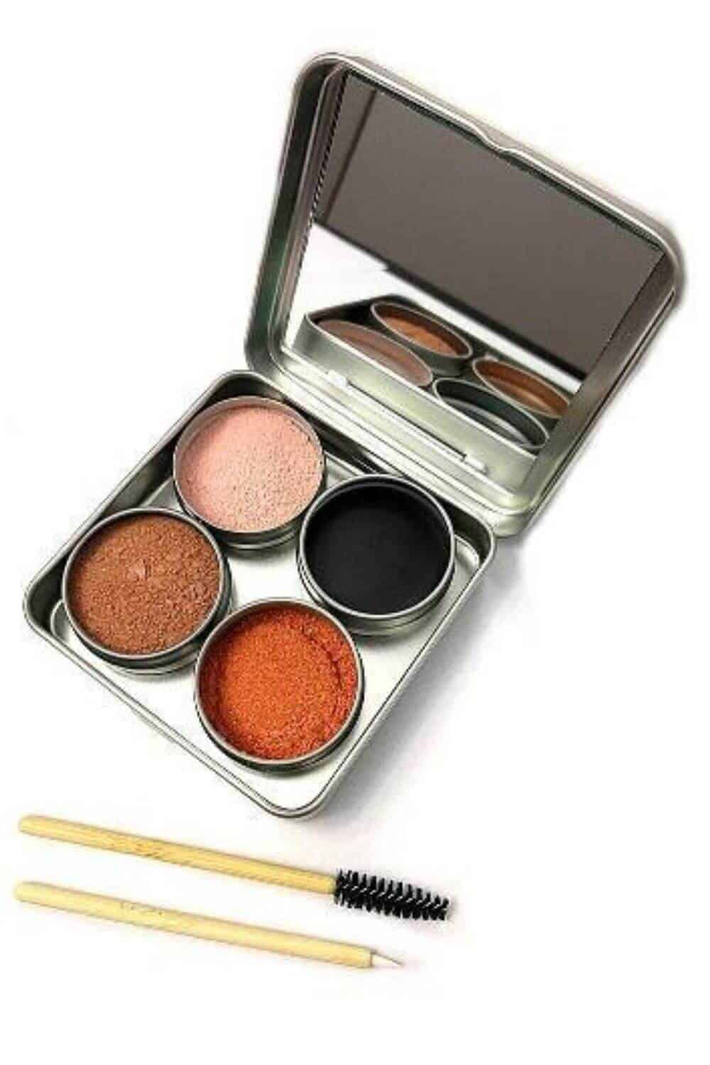 On the look out for sustainable and eco friendly makeup? Thankfully, there are quite a few ethical makeup brands out there to choose from. And many are available and based in the UK and US! Image by Clean Faced Cosmetics #ecofriendlymakeup #sustainablejungle