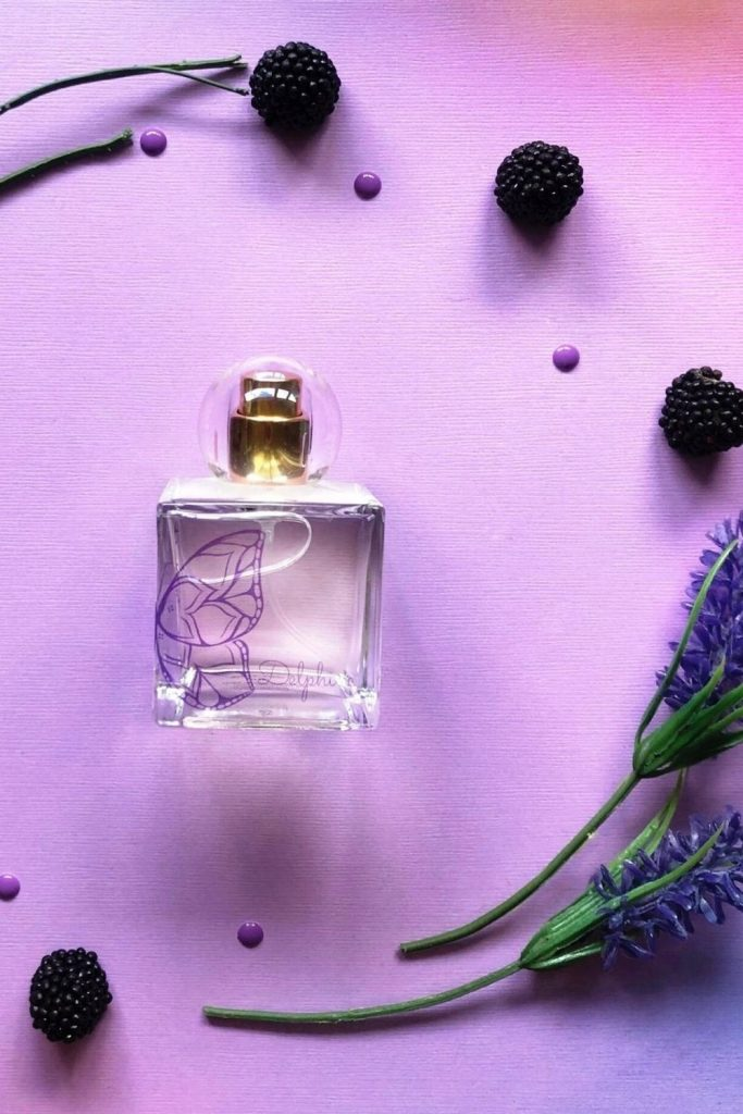 In today's world of eco conscious beauty, there are so many cruelty free perfume brands (that are also vegan) popping up and promoting a brave new world of sustainable beauty scents. Image by Define Me #crueltyfreeperfume #sustainablebeauty