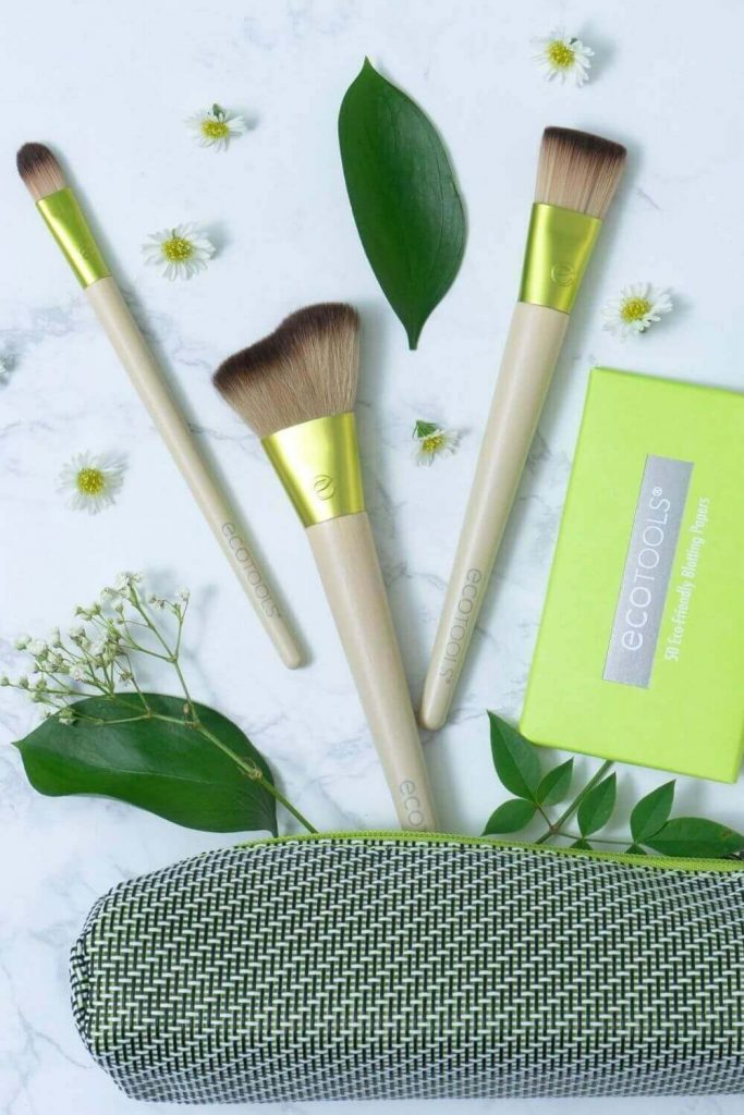 We've sought out the best cruelty free vegan makeup brushes to give you the tools (literally) to make your ENTIRE makeup routine absent the animals. Image by Eco Tools #veganmakeupbrushes #sustainablejungle
