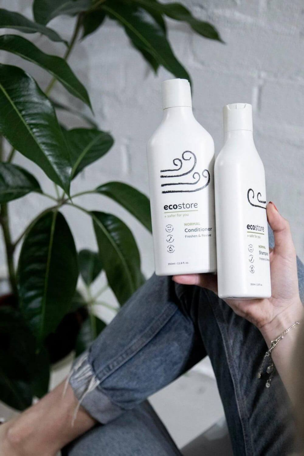 Whether you have dry or oily hair (or anything in between) there are environmentally friendly shampoo and conditioner brands on here that will do the trick, without leaving a stain on your conscience. Image by Ecostore #ecofriendlyshampooandconditioner #sustainablejungle