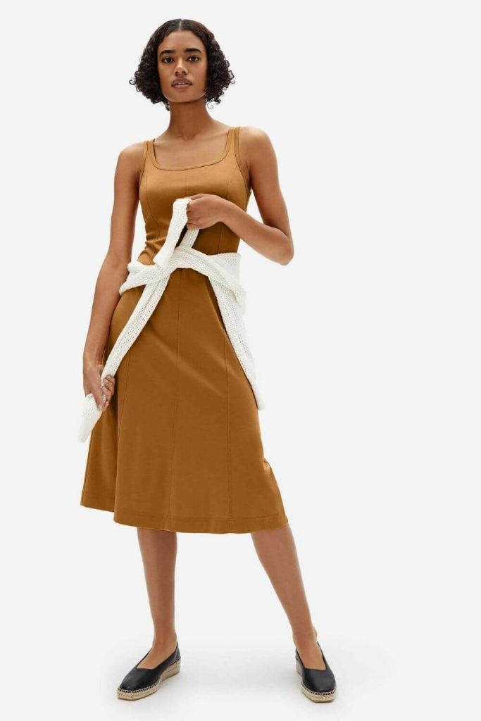 To help you find that ethically beautiful dress, here are some of the best fair trade and/or ethical dress brands who can help you minimize your environmental and social impact. Image by Everlane #fairtradedresses #ethicaldresses #sustainablejungle