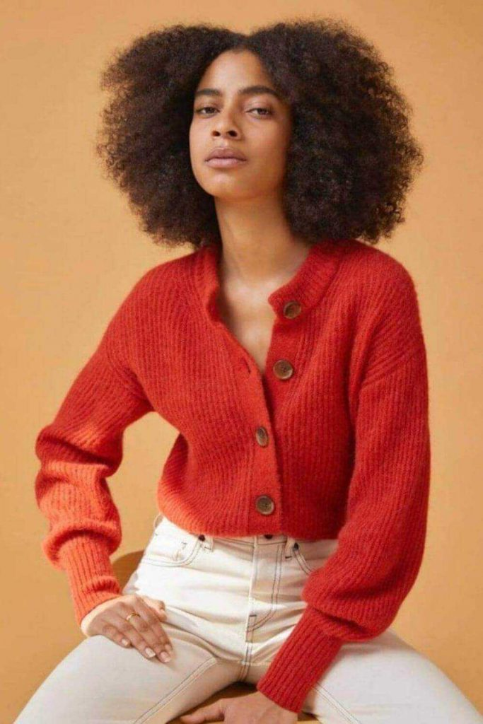 We wanted to look for the best ethical and fair trade sweaters online, so you can get cozy and stay cozy, without ever leaving the safety of your home... Image by Everlane #ethicalsweaters #fairtradesweaters #sustainablejungle