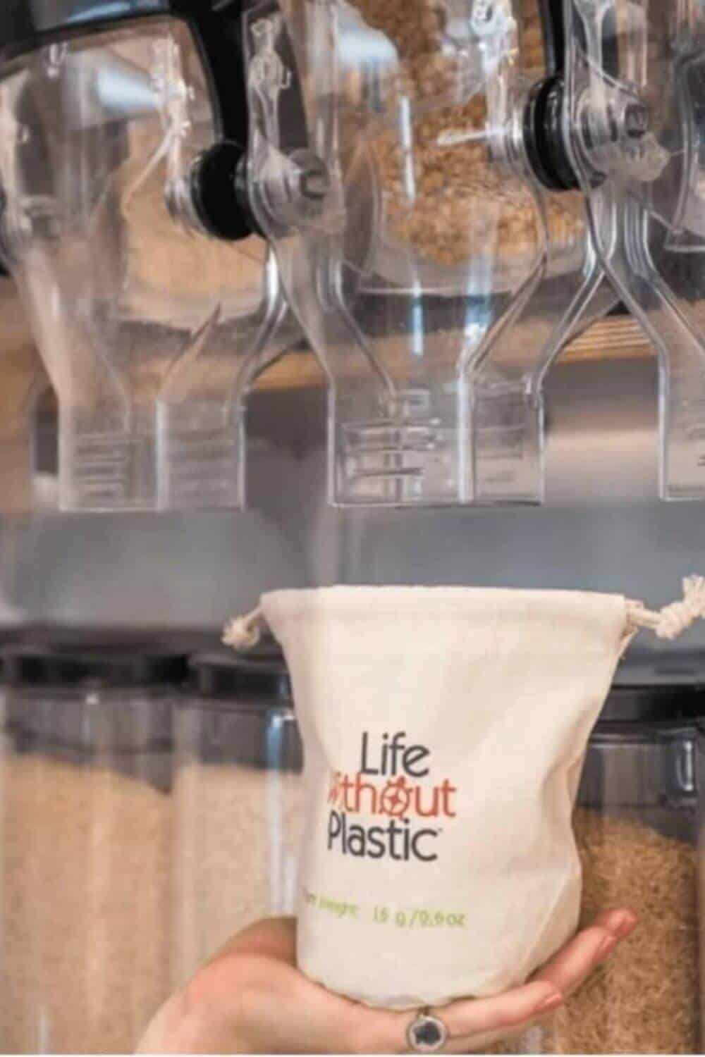 we set out to find the USA's best zero waste online stores and stores that sell bulk food online (mostly dry goods and non-perishables). Here's out list... Image by Life Without Plastic #zerowasteonlinestores #zerowastestores #sustainablejungle