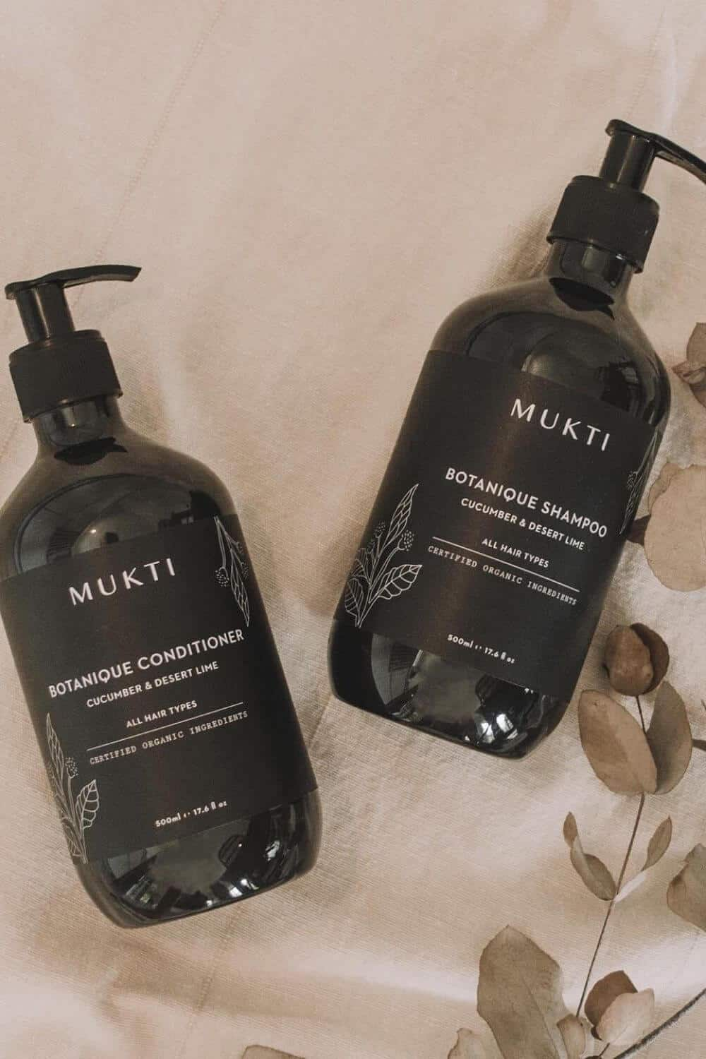 Whether you have dry or oily hair (or anything in between) there are environmentally friendly shampoo and conditioner brands on here that will do the trick, without leaving a stain on your conscience. Image by Mukti #ecofriendlyshampooandconditioner #sustainablejungle