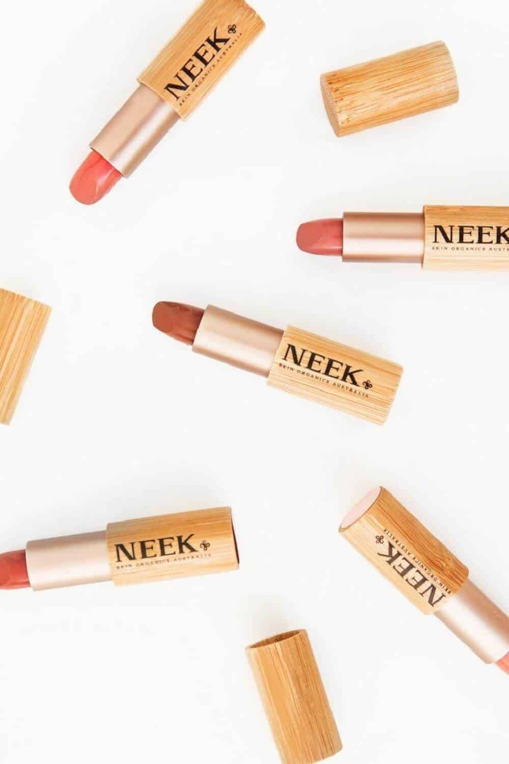 On the look out for sustainable and eco friendly makeup? Thankfully, there are quite a few ethical makeup brands out there to choose from. And many are available and based in the UK and US! Image by Neek Skin Organics #ecofriendlymakeup #sustainablejungle