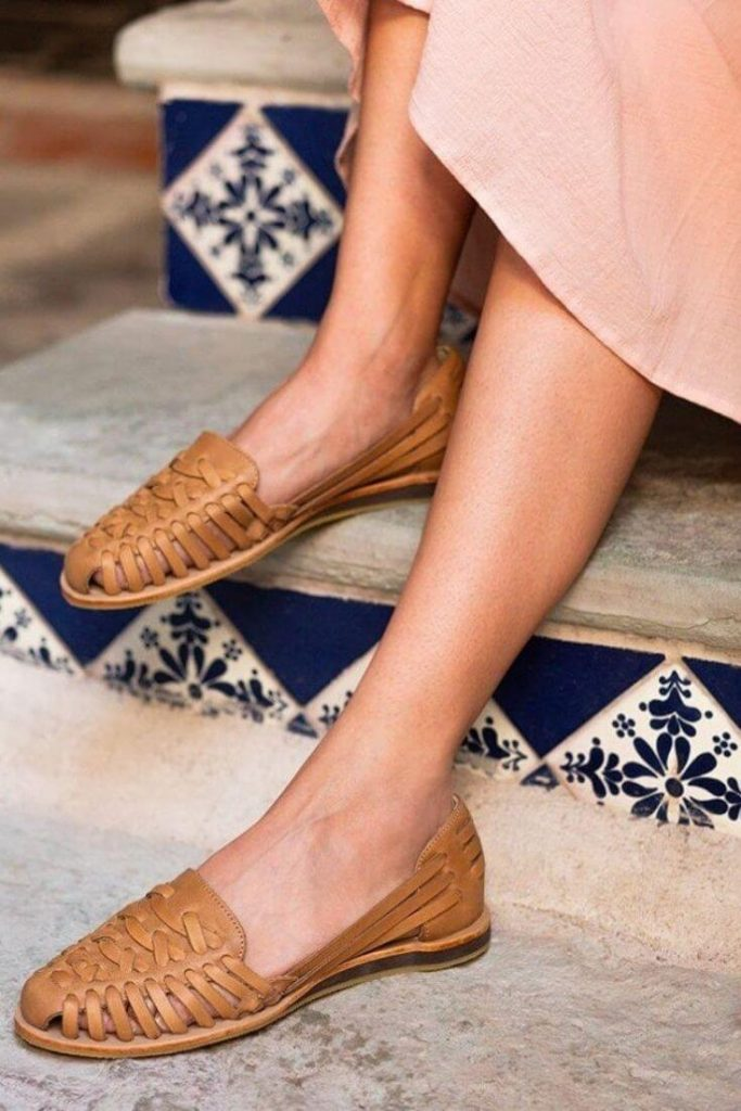 In the spirit of walking towards a greener future, we've been hunting for ethical and eco friendly sandals Image by Nisolo #ecofriendlysandals #ethicalfashion