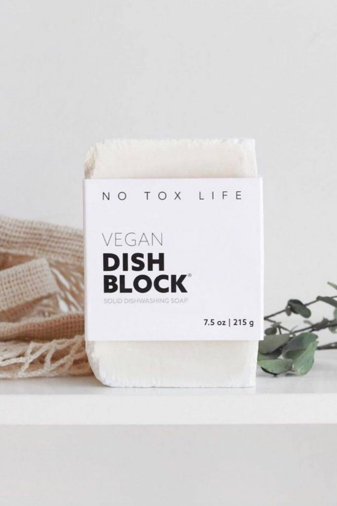 Clean freaks rejoice, zero waste dish soap is one of the easiest zero waste swaps you can make. Image by No Tox Life #zerowastedishsoap #zerowastesoap #zerowaste
