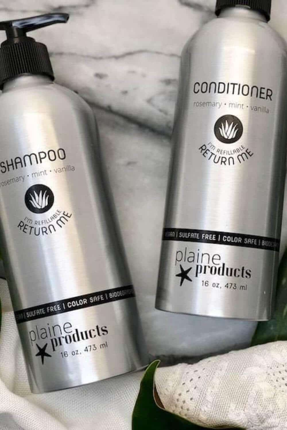 Switching to vegan and cruelty-free shampoo, conditioner, and other hair products is great but isn't enough from an environmental perspective. Thankfully, there are now many zero waste shampoo and conditioners available. Image by Plaine Products #zerowasteshampoo #zerowasteconditioner #sustainablejungle