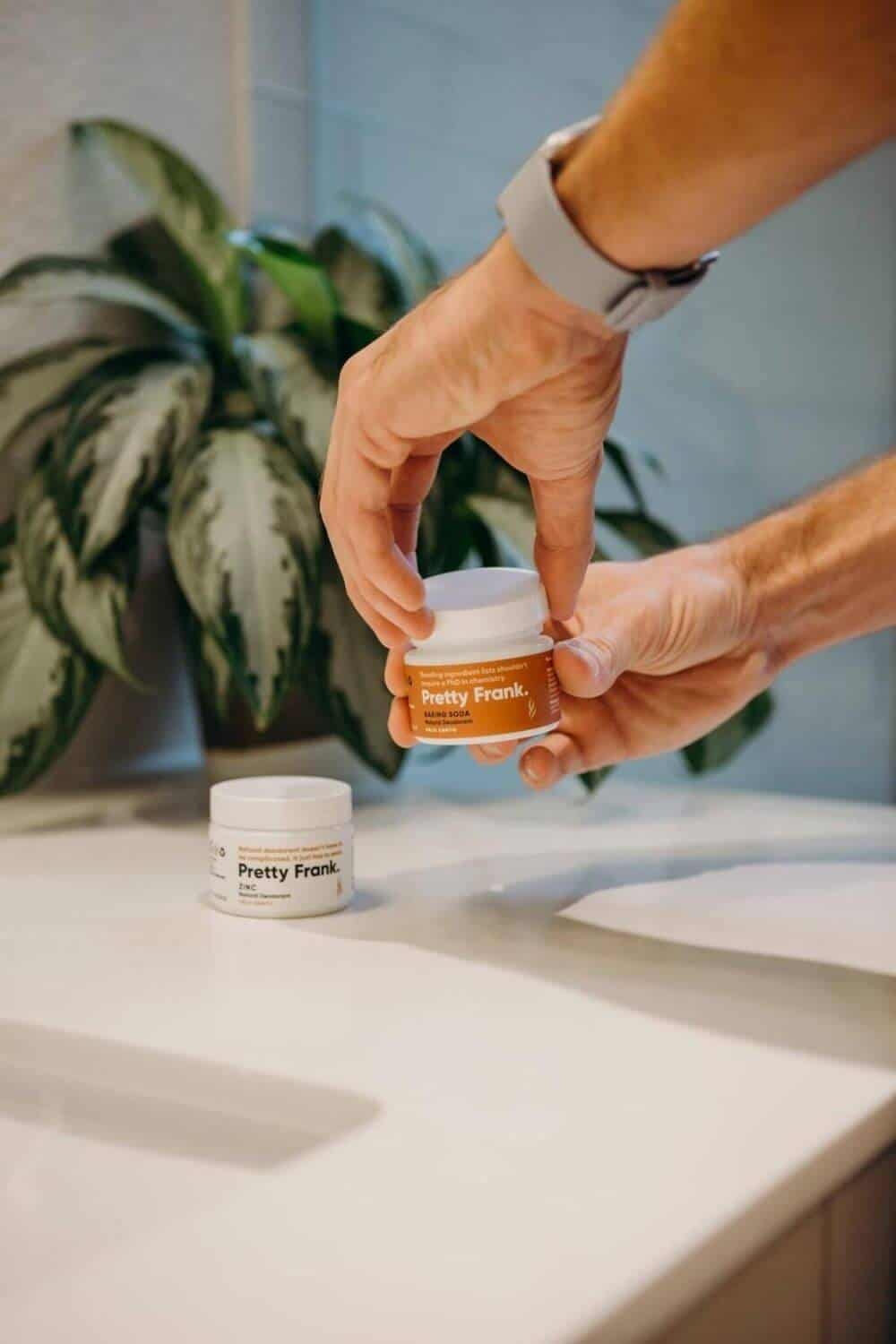 We're meant to sweat. So finding the best natural and environmentally friendly deodorant, one that really works and is actually natural is pretty important! Here's our list... Image by Pretty Frank #environmentallfriendlydeodorant #sustainablejungle