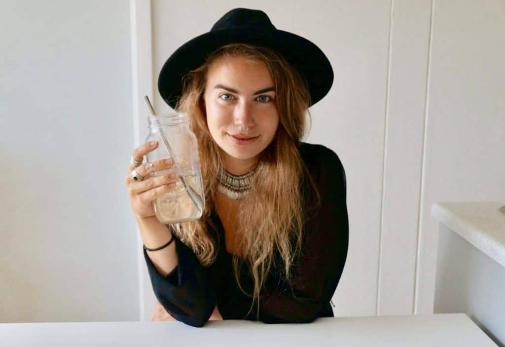 We wanted to share some of the best zero waste blogs that have inspired us on our own zero waste journey. These individuals have also inspired tens of thousands (dare we say, millions?) around the world. Image by The Picture of Mary #zerowasteblogs #sustainablejungle