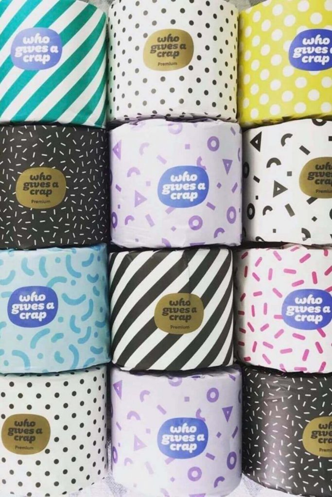 We're going to get down and dirty and talk about sustainable butts and zero waste toilet paper. Believe it or not, there are more options than you might think! Image by Who Gives a Crap #zerowastetoiletpaper #ecofriendlytoiletpaper #sustainablejungle