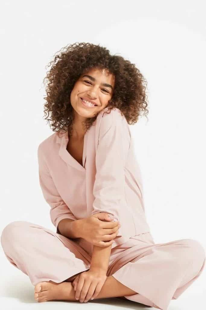 While some of you may prefer to sleep in your sustainable skivvies and others in some luxe lingerie, sometimes you just need a good old fashioned pair of lounge PJs  Image by Everlane #fairtradepajamas  #sustainablesleepwear