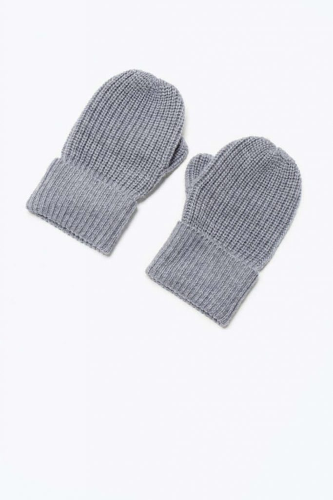 Ironically, climate change could lead to another ice age, so unsustainable glove choices today may be self-defeating tomorrow, so opt for ethical winter gloves instead. Image by Everlane #sustainablewintergloves #ethicalwintergloves #sustainablejungle
