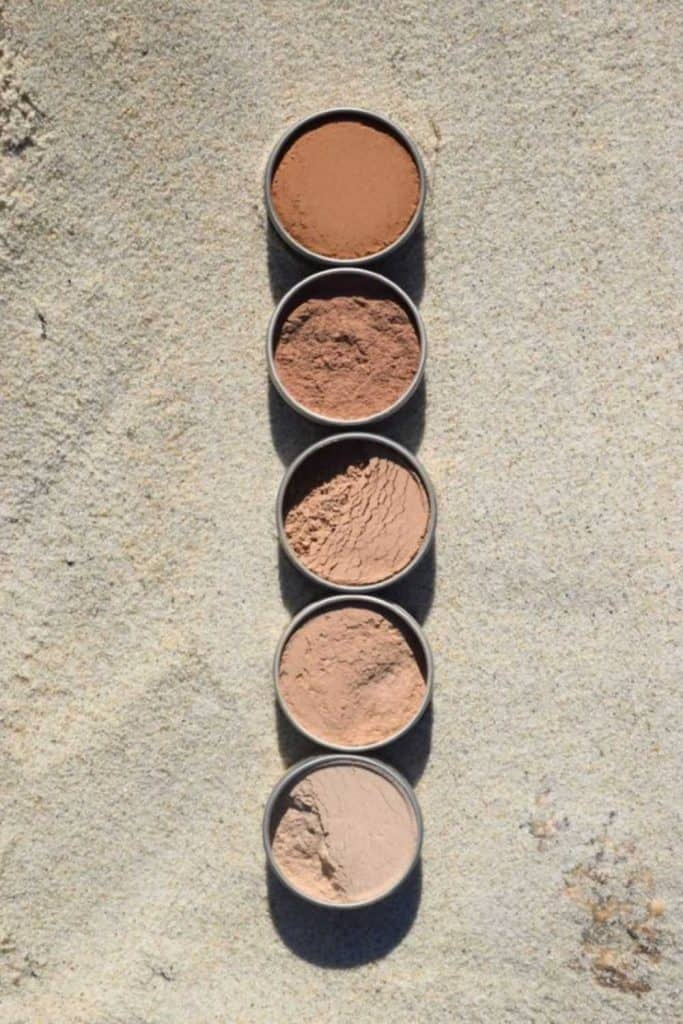 To continue building on our foundation of sustainable makeup resources, we're digging through those hard-to-read labels and chemical-laden ingredients to find truly organic and natural foundations which don't have a sci-fi sounding formulation. Image by Plant Makeup #naturalfoundation #organicfoundation #organicnaturalfoundation #sustainablejungle