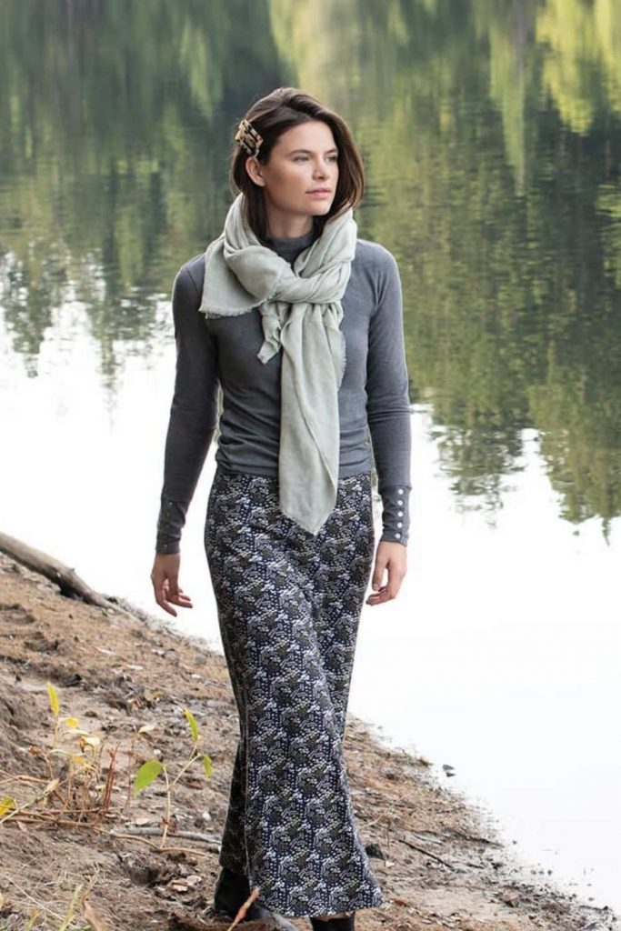 For winter fashionistas, a warm and cozy scarf (almost) completes the picture. A fair trade scarf, however, really ticks all the boxes. Image by Synergy #fairtradescarves #sustainablescarves #ecofriendlyscarves #sustainablejungle