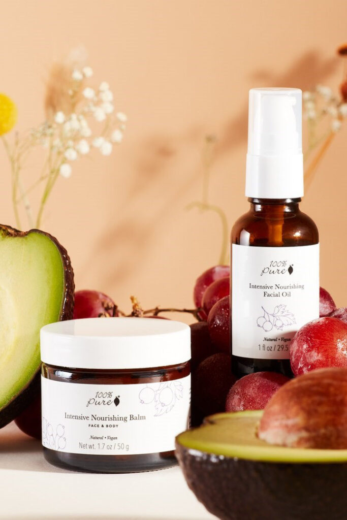There should be (almost) no difference between what we put on our bodies and what we put in them. Which is why we're here to enrich your skin with a collection of the best organic face moisturizers.  Image by 100% Pure #bestorganicfacemoisturizers #organicfacemoisturizer #bestnaturalfacemoisturizers #sustainablejungle