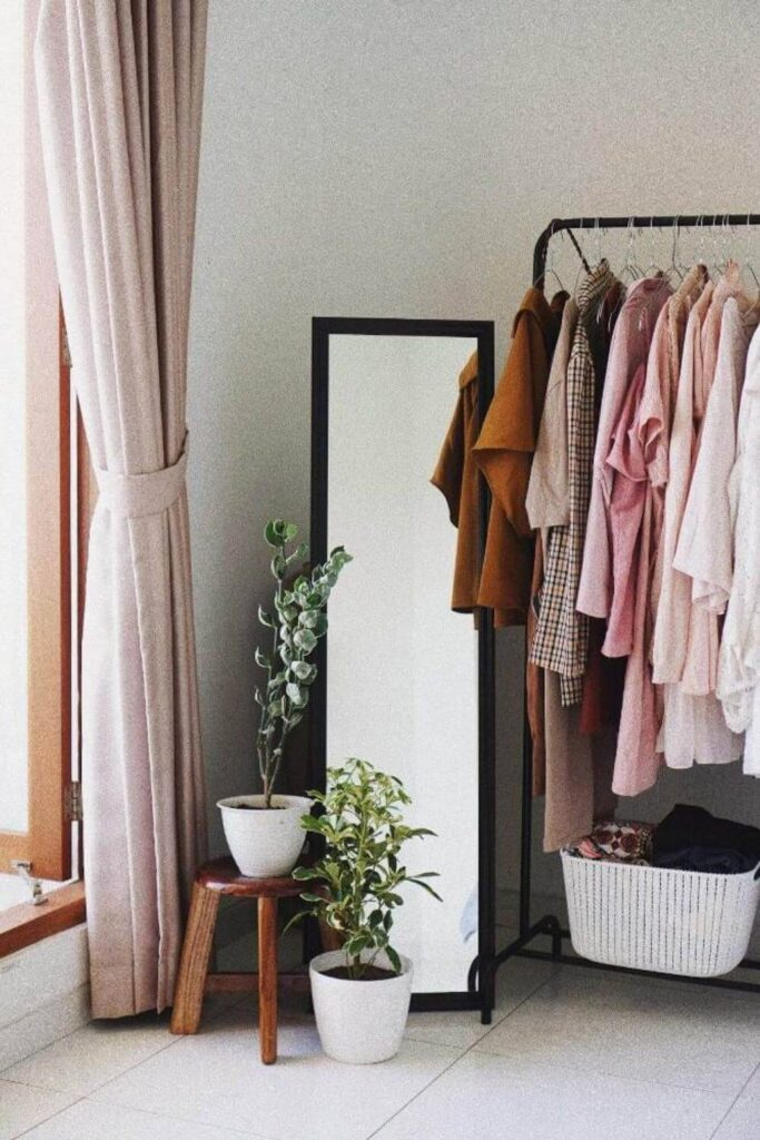 As wonderful as they are, thrift stores can be overwhelming and under organized. To prevent buyer's remorse or going home empty-handed, we've put together some of the best thrift shopping tips and ideas. Image by Alexandra Lammerink via Unsplash #thriftshoppingtips #bestthriftshoppingtips #sustainablejungle