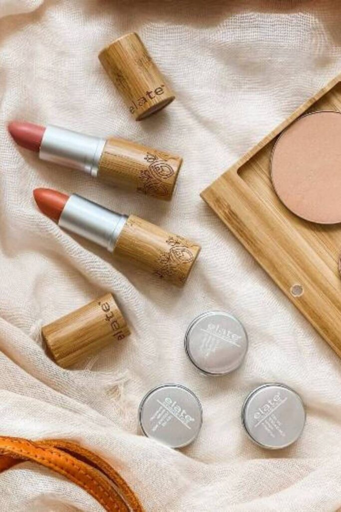 Roses are red, violets are blue, kissing is great, so here are some natural and organic lipsticks for you... Image by Elate Cosmetics #organiclipstick #naturallipstick #sustainableJungle