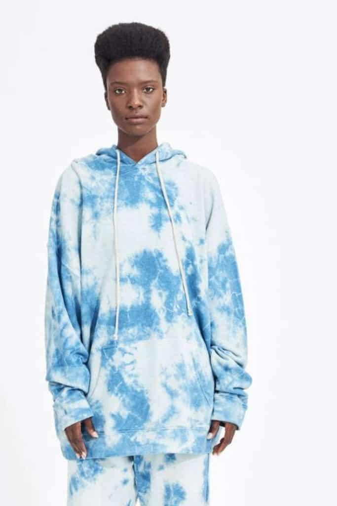 Most hoodies are synthetic based, meaning they'll be around for hundreds of years. So in the spirit of a sustainable fashion industry (and planet), opt for an ethical and organic hoodie that puts the eco in eco-conscious clothing.  Image by Groceries Apparel #organichoodie #ethicalhoodie #sustainablehoodie #sustainablejungle