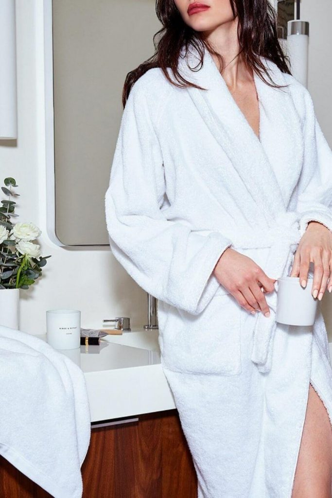 We're cozying up to some of our favorite sustainable and eco friendly robes. Available in all shapes and sizes, they're the perfect way to dress after a hot bath or a cool off in the ocean Image by Snowe #ecofriendlyrobes #sustainablejungle