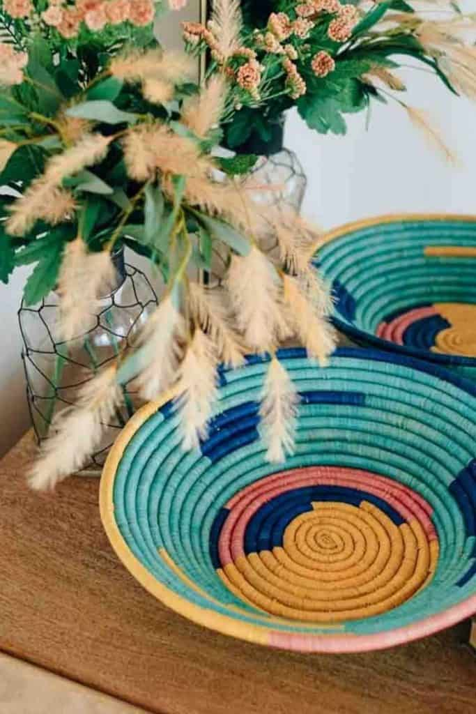 There's never been a better time to opt for ethical alternatives to Amazon who provide zero waste packaging, offset shipping emissions, and create earth-conscious products.  Image by Ten Thousand Villages #alternativestoamazon #amazonalternatives #sustainablejungle