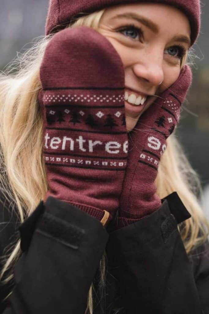 Ironically, climate change could lead to another ice age, so unsustainable glove choices today may be self-defeating tomorrow, so opt for ethical winter gloves instead. Image by Tentree #sustainablewintergloves #ethicalwintergloves #sustainablejungle