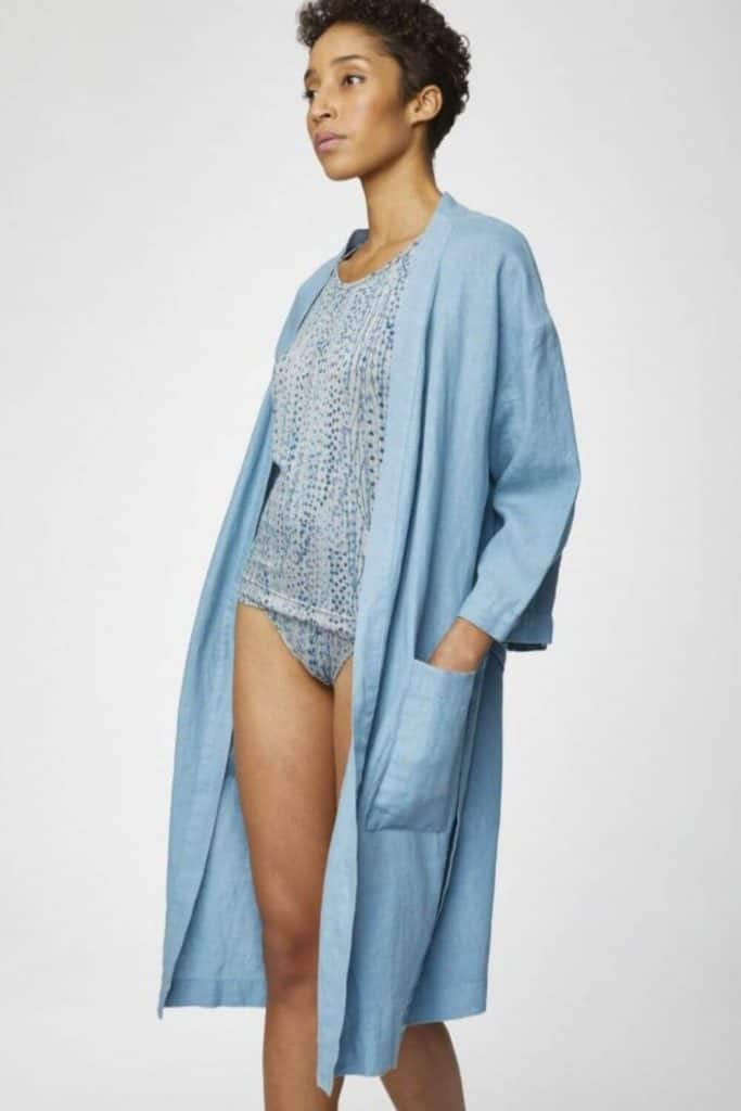 We're cozying up to some of our favorite sustainable and eco friendly robes. Available in all shapes and sizes, they're the perfect way to dress after a hot bath or a cool off in the ocean Image by Thought #ecofriendlyrobes #sustainablejungle