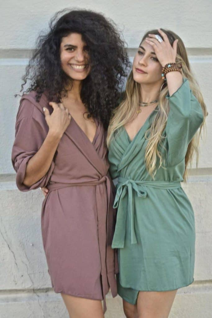 We're cozying up to some of our favorite sustainable and eco friendly robes. Available in all shapes and sizes, they're the perfect way to dress after a hot bath or a cool off in the ocean Image by Una Plum #ecofriendlyrobes #sustainablejungle