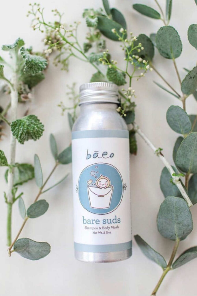 Most beauty brands sell chemically-laden body washes you wouldn't use on your dog. Fortunately for peace of mind and a truly clean shower, there are several natural and organic body wash options available. Image by Baeo #organicbodywash #naturalbodywash #sustainablebodywash #sustainablejungle