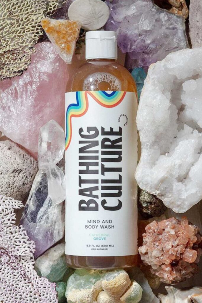 Most beauty brands sell chemically-laden body washes you wouldn't use on your dog. Fortunately for peace of mind and a truly clean shower, there are several natural and organic body wash options available. Image by Bathing Culture #organicbodywash #naturalbodywash #sustainablebodywash #sustainablejungle