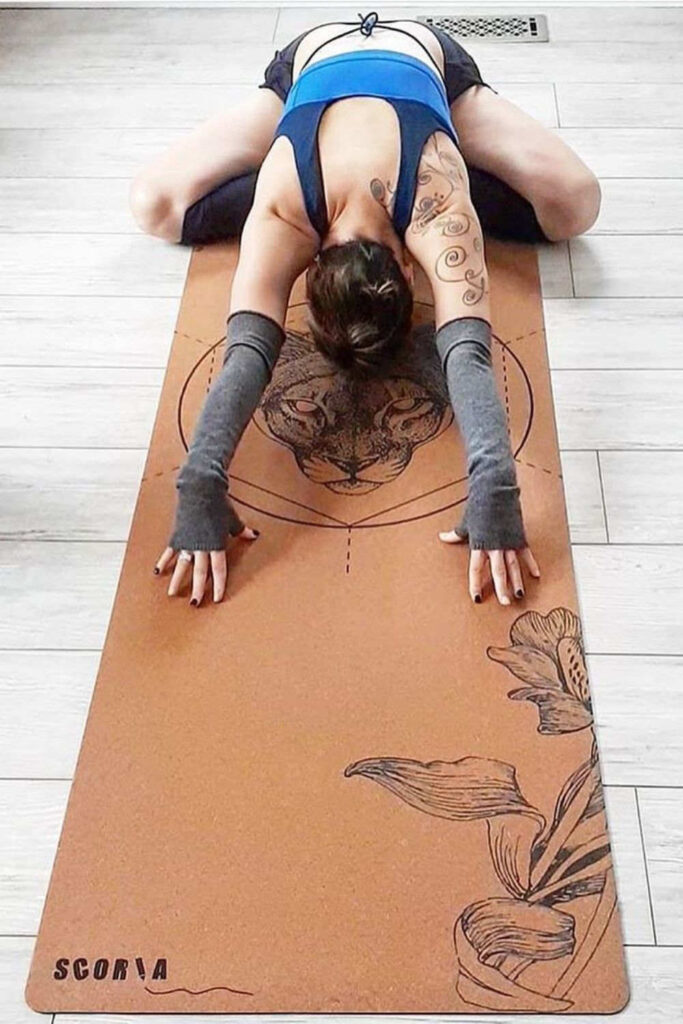 Why should sustainability stand in the way of your mid-morning vinyasa flow? It shouldn't! So, here's the best eco friendly yoga mats.  Image by Scoria #ecofriendlyyogamats #sustainableyogamats #sustainablejungle