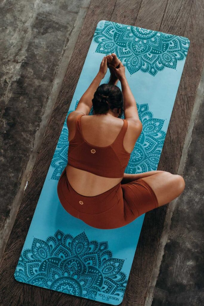 Why should sustainability stand in the way of your mid-morning vinyasa flow? It shouldn't! So, here's the best eco friendly yoga mats.  Image by Yoga Design Lab #ecofriendlyyogamats #sustainableyogamats #sustainablejungle